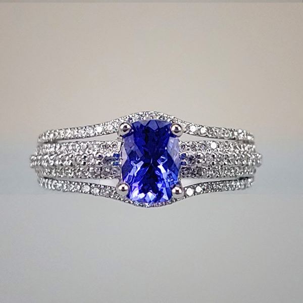 Cushion-Cut Tanzanite w Three-Way Split Shank Band